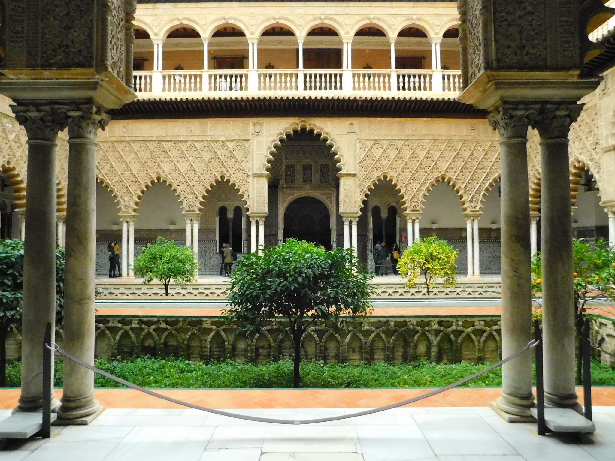 real-alcázar-cortili-interni