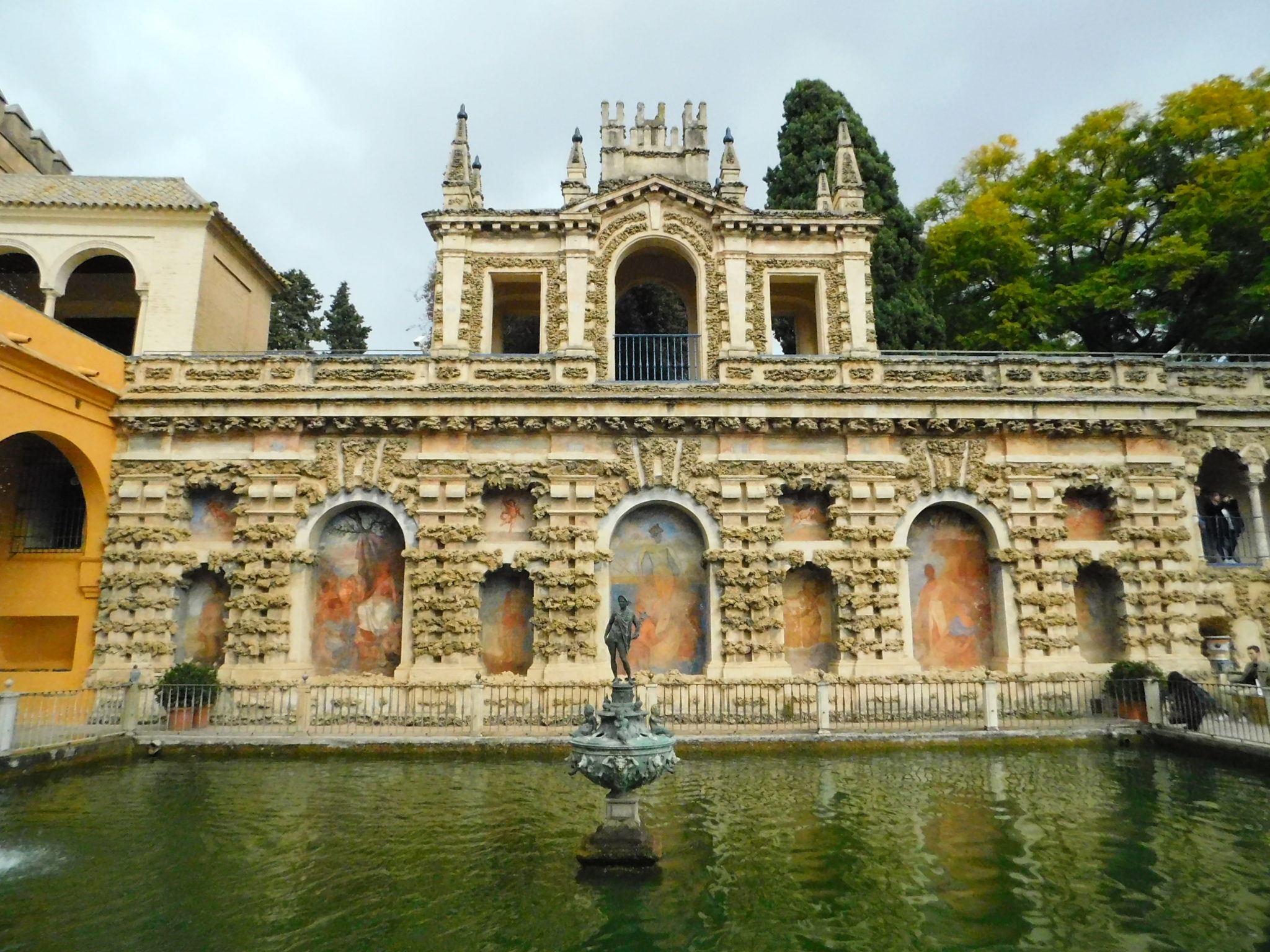 mercury-pond-real-alcázar